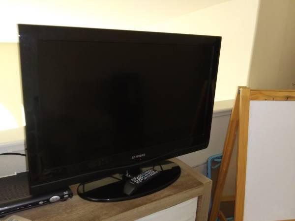 Photo Samsung 32quot LCD HDTV - $40 (Natomas)