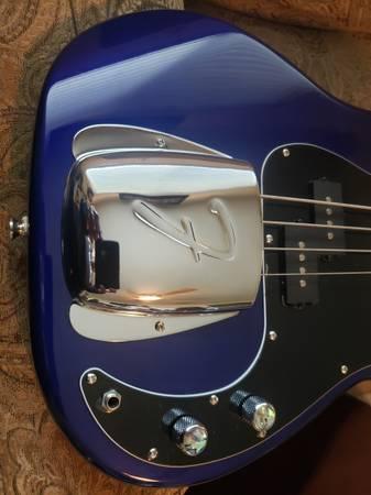 Photo Squier by Fender P Bass - $180 (Wilton)