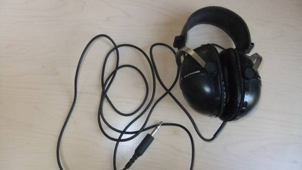 Photo VINTAGE 1970s Pioneer SE-205 Stereo Headphones Over Ear Classic MCM St - $40 (Citrus Heights)