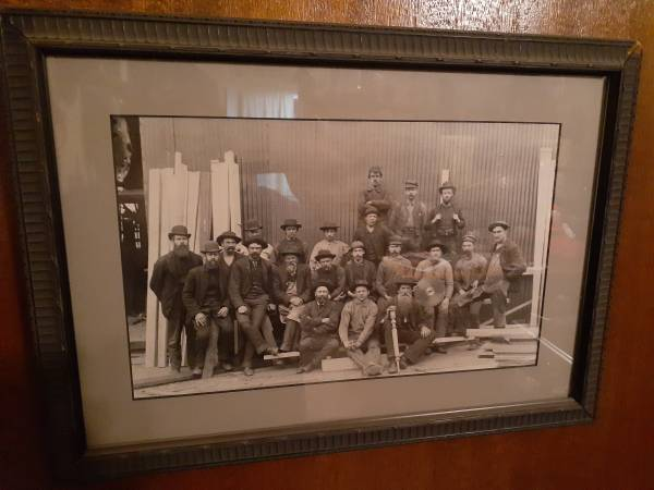 Photo VINTAGE BLACK AND WHITE PHOTO - quotMEN AT THE SAWMILL quot - $25 (North Sacramento)