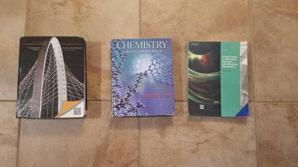 Photo Various college textbooks,Physics, Chemistry,  Differential Equations - $30 (Sacramento)