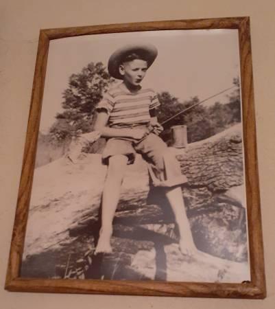 Photo Vintage black-and-white photo- boy fishing on log - $25 (North Sacramento)