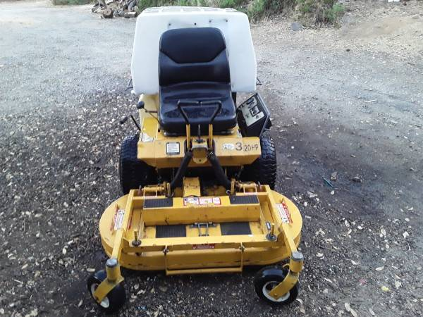 Photo Walker 42quot commercial mower - $3,500 (Placerville)