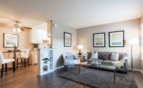 Photo gtgtgt Below Market Price Awesome value GREAT Location COMFORT In Your HAND (2500 Fair Oaks Blvd)