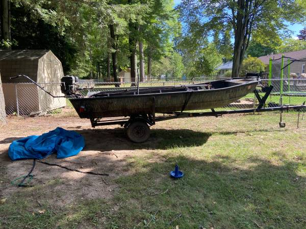 Photo 14 duck boat with 13 hp mud motor - $2,000