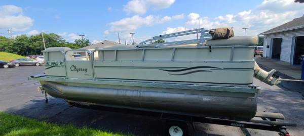 Photo 2005 Odyssey 300 Series 18-Foot Pontoon - Forty Horsepower FourStroke - $14,900 (Battle Creek)