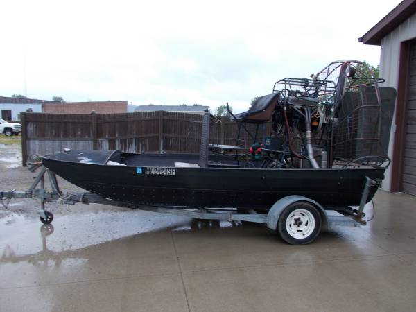 Photo Airboat Panther 15ft Chevy 383 Stroker V8 - $9650 (Bay City Mile Maker)