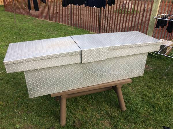 Photo Aluminum Truck Bed Toolbox  Tool Box with Key - GREAT CONDITION - OBO - $100 (Midland)