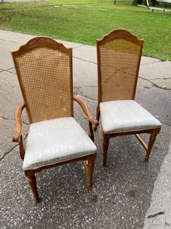 Photo Art Van Dining Room Table w6 chairs - $300 (Saginaw)