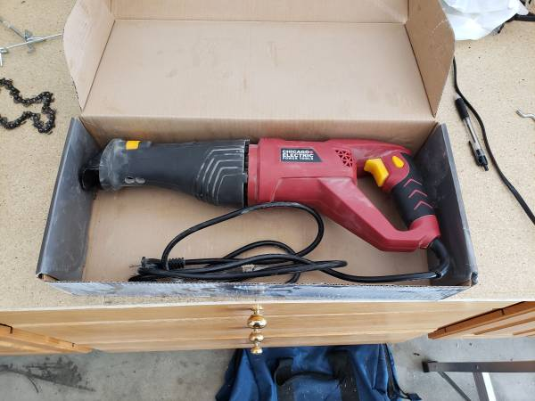 Photo Chicago Electric Reciprocating Saw 6 Amp - $5 (Freeland)