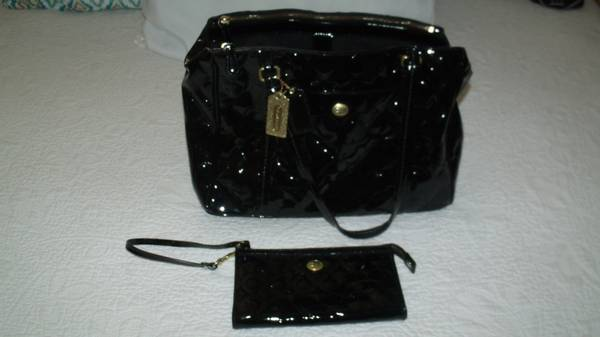Photo Coach Purse  Matching Wallet Set - Black Patent Leather - $100 (Midland)