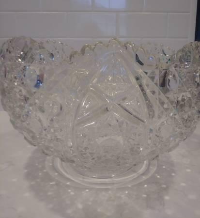 Photo Cut glass punch bowl - $10 (Midland)