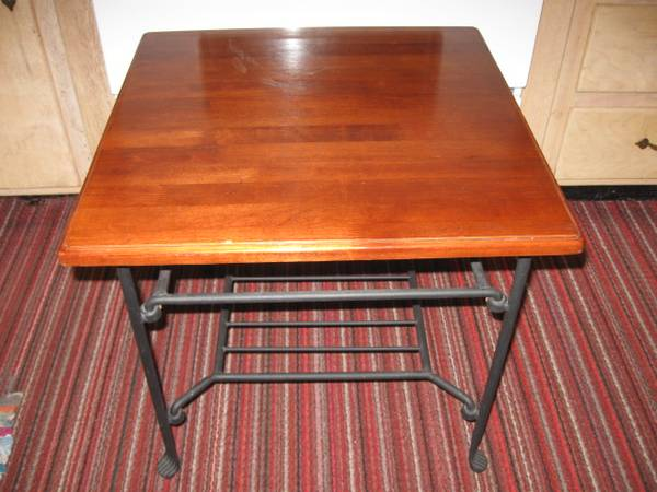 Photo END TABLE SIDE TABLE 21quot X 21quot X 19.5quot TALL REAL WOOD TOP STEEL LEGS - $50 (Freeland)