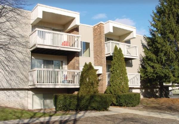 Photo Extra Large 2-Bedroom Floor Plans, Online Payments Available, Pool