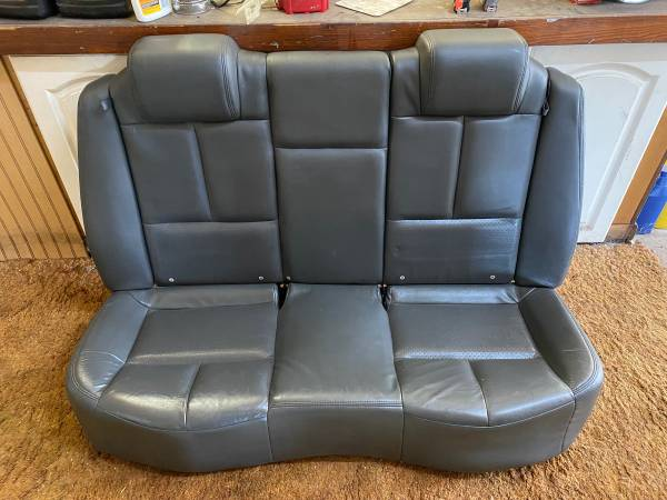 Photo Grand Prix leather seats 04-05 gray - $300 (Frankenmuth)