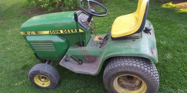 Photo John Deere 216 lawn tractor mower - $950 (Saginaw)