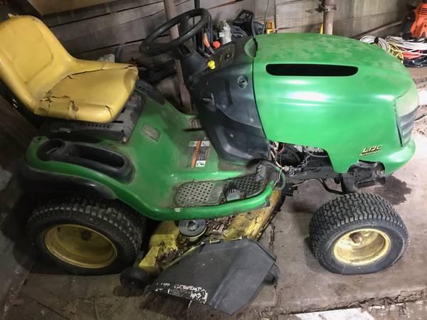 Photo John Deere L120 Tractor - $375 (St Charles)