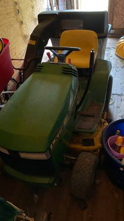 Photo John Deere LX172 Lawn Tractor and Bagger - $125 (bay city)