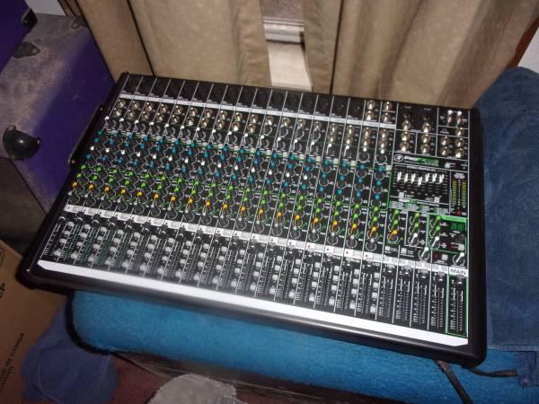 Photo Mackie pro-fx 22 never used - $350 (Midland)