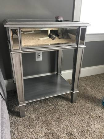Photo Pier 1 Mirrored End Table