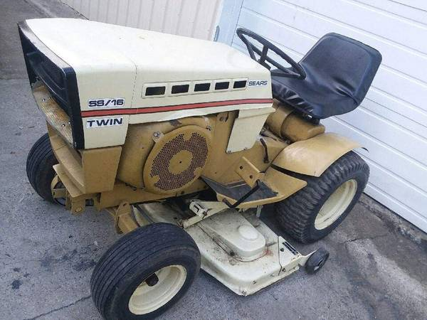 Photo Sears st16 garden tractor mower - $650 (Saginaw)
