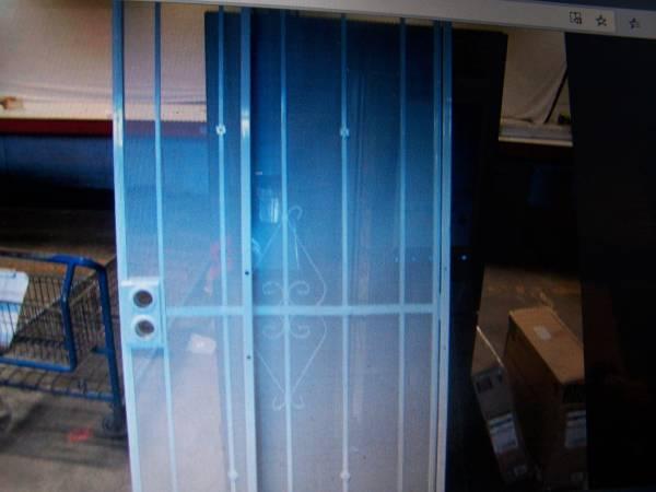 Photo WHITE STEEL SECURITY DOOR - $150 (Saginaw)