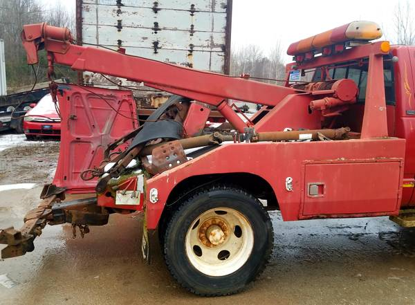 Photo Wrecker Bed with Wheel Lift, Tow Bar, Boom and TWO Ramsey Winches - $1800 (Millington)