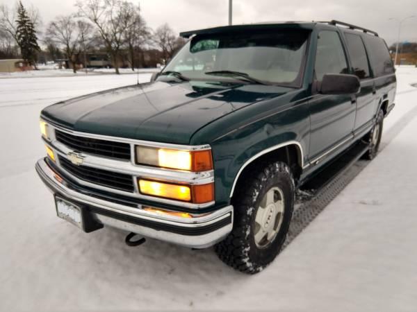 Photo sale pending - 1999 Chevy Suburban LS K1500 - $3,000 (Midland)