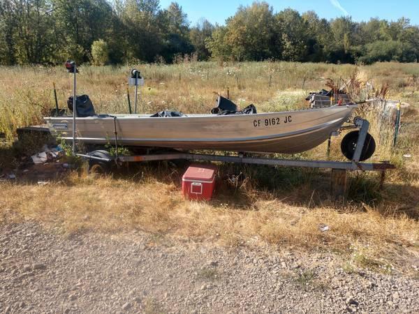 Photo 14 ft aluminum fishing boat - $1,100 (Salem)