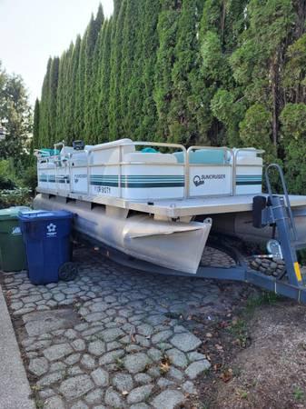Photo 18 foot Suncruiser pontoon boat - $9,500 (Stayton)