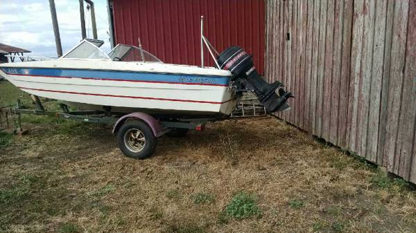 Photo 1977 1639 tri-hull boat 80hp with ski and tubing set up - $999 (Rickreall)