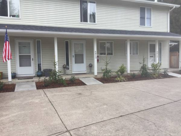 Photo 2bed 1ba townhouse style 3plex (Keiser)