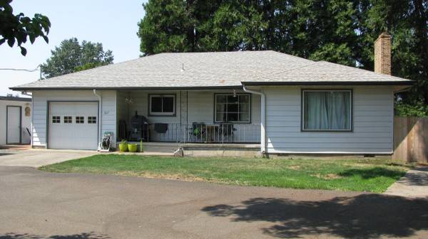 Photo 3BD, 2BA with 1BD, 1BA Guest cottage (North end of Keizer on River Road)