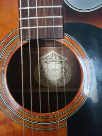 Photo Acoustic-Electric Guitar Washburn D10CEQ Quilted - $285 (Salem)