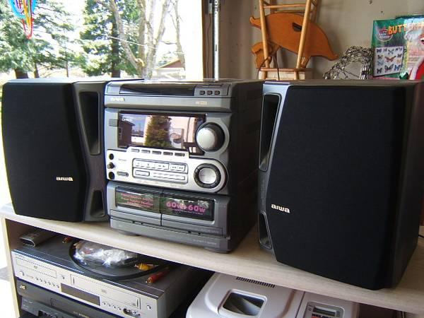 Photo Aiwa Digital Audio System with Speakers - $50 (NE Salem)