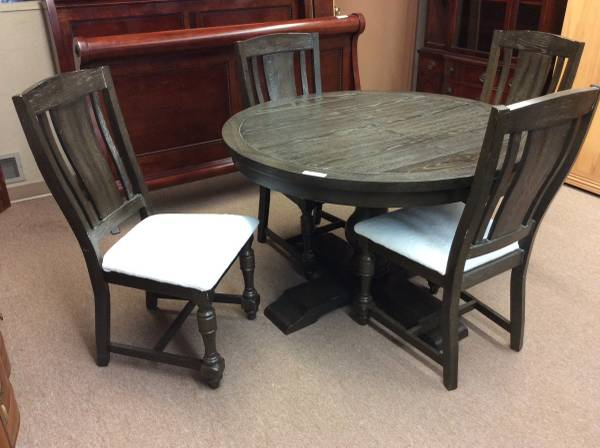 Photo Black Dining Table  4 w Leaf (King Fisher) - $349 (1415 Liberty St. NE Salem OR)