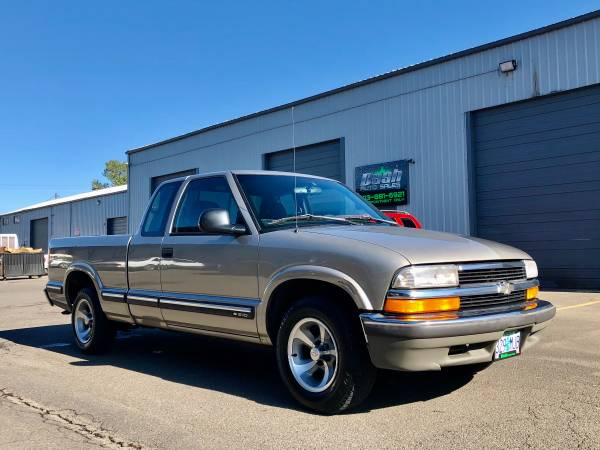 Photo CLEAN 1998 Chevy S10 LS Extended Cab 4.3L V6 COLD AC - $4,950 (South Salem)