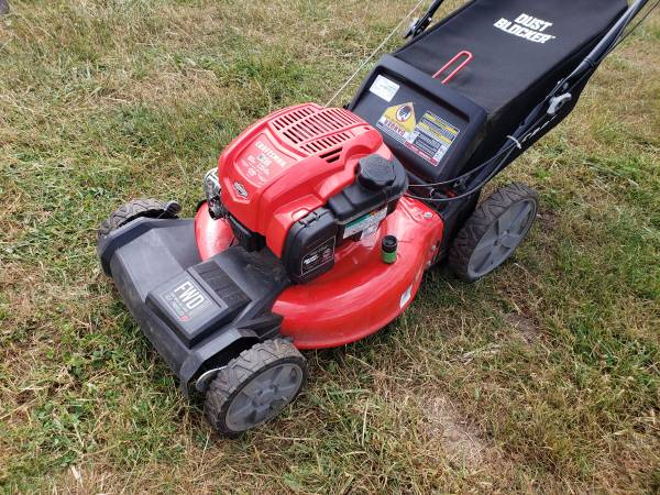 Photo Craftsman Self Propelled Lawn Mower with Bag- LIKE NEW - $225 (Salem)
