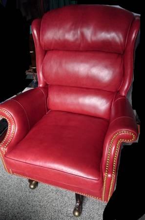 Photo Hancock  Moore Corporate Swivel Tilt Chair - $1,000 (Salem)