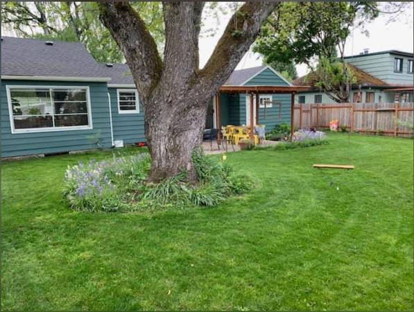 Photo Huge basement room for rent in adorable home near Sellwood (Milwaukie)