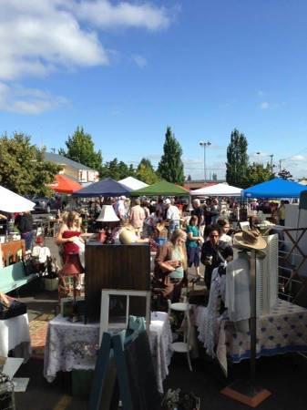 Photo Huge parking lot sale Aunt bees south (2679 Commercial st. S. Salem Oregon)