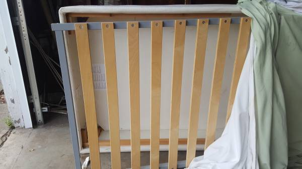 Photo Ikea twin bed base box spring w storage free (Stayton)
