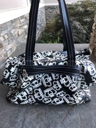 Photo Kathy Van Zeeland Travel Duffle Bag - $40 (SE Salem)