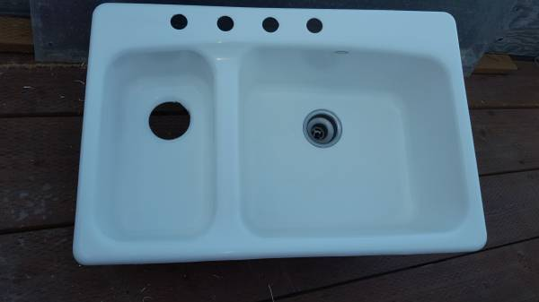 Photo Kohler cast-iron sink - $50 (Salem)