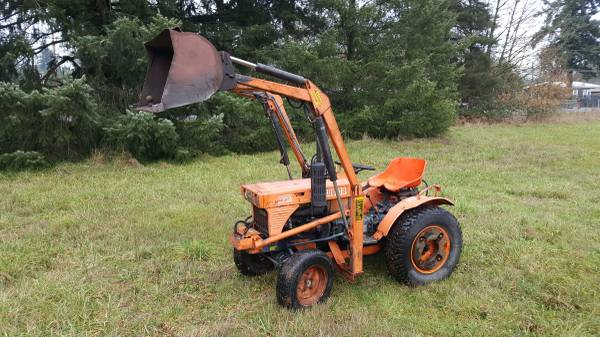 Photo Kubota B7100 4x4 tractor - $4600 (LYONS)