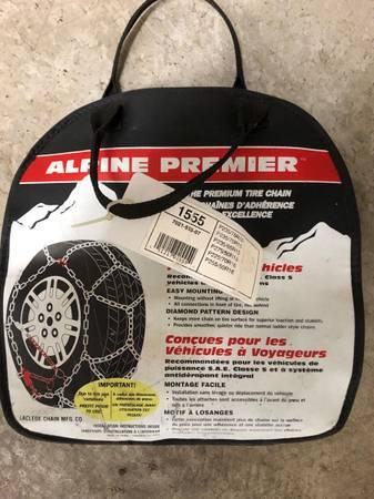 Photo Les Schwab Snow Tire Chains Brand NEW 15quot 16quot 17quot 18quot 1555 1555-s - $50 (Salem)