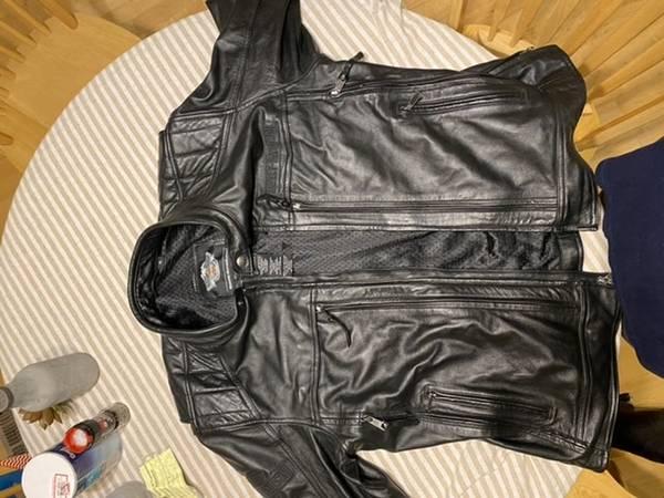 Photo Mens Harley Davidson leather Jacket - $200 (Mount angel)