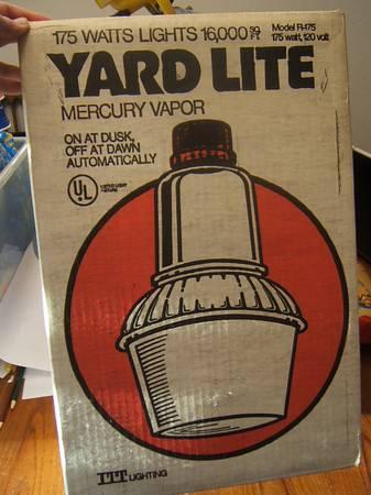 Photo NEW Vintage Yard Lite Mercury Vapor Light with Bulb - $155 (NE Salem)