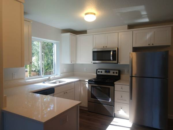 Photo New Apartment with Stainless Steel Appliances  River Bend 205 (West Salem)