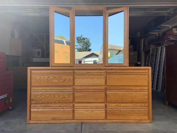 Photo Nice custom made 9 drawers Solid Oak Wood dresser  Mirror 1 - $400 (Portland)